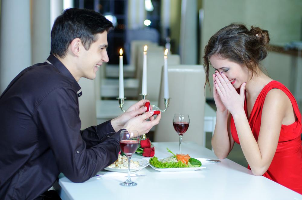 Как сделать романтичное предложение руки 407