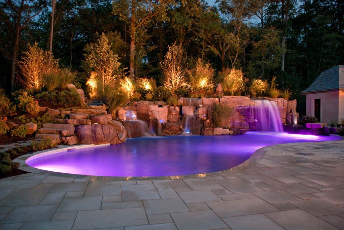Фонтан с бассейном на даче