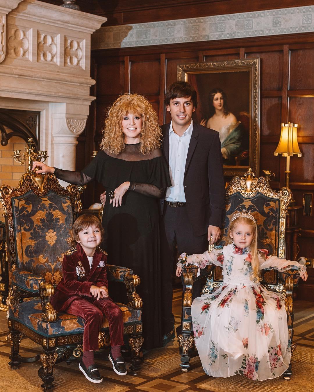 Максима галкина фото детей и жены