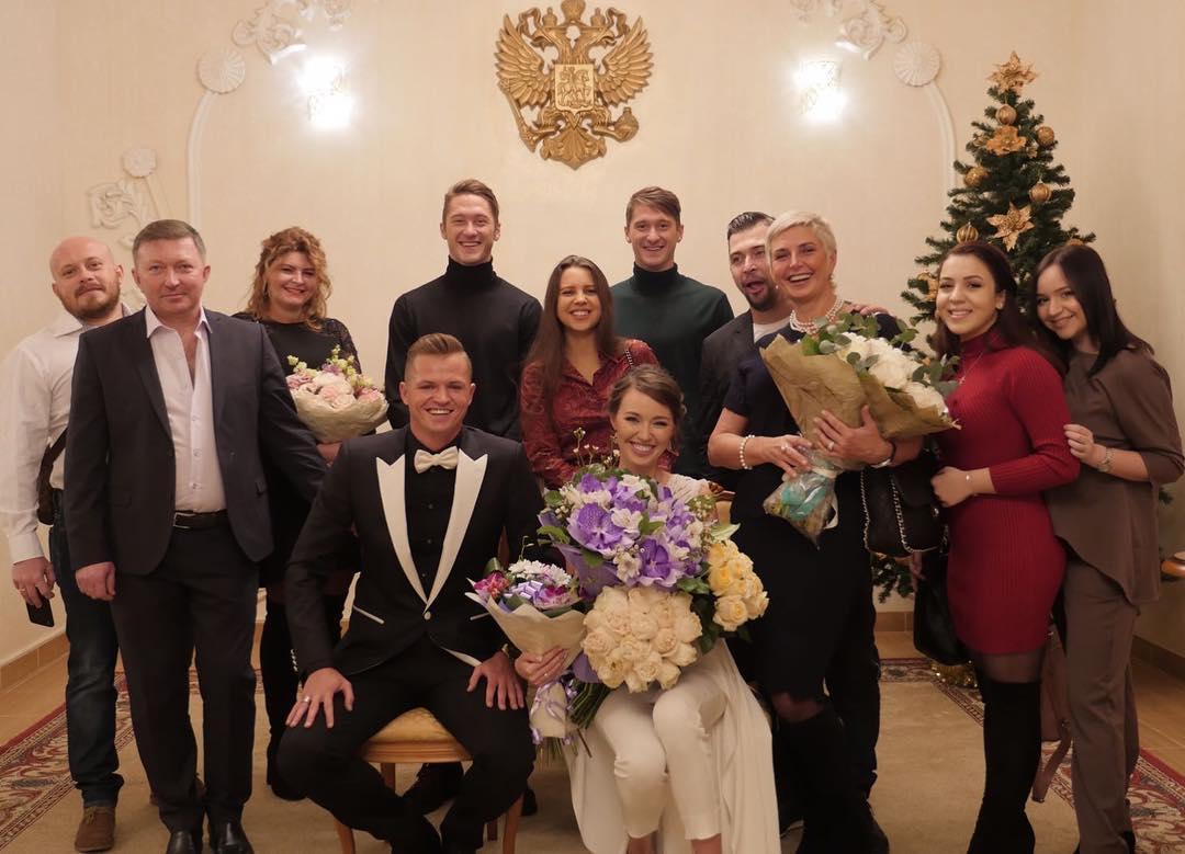 Дмитрий тарасов фото со свадьбы с бузовой