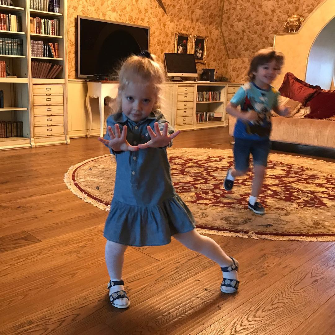 Пугачева выкладывает фото детей
