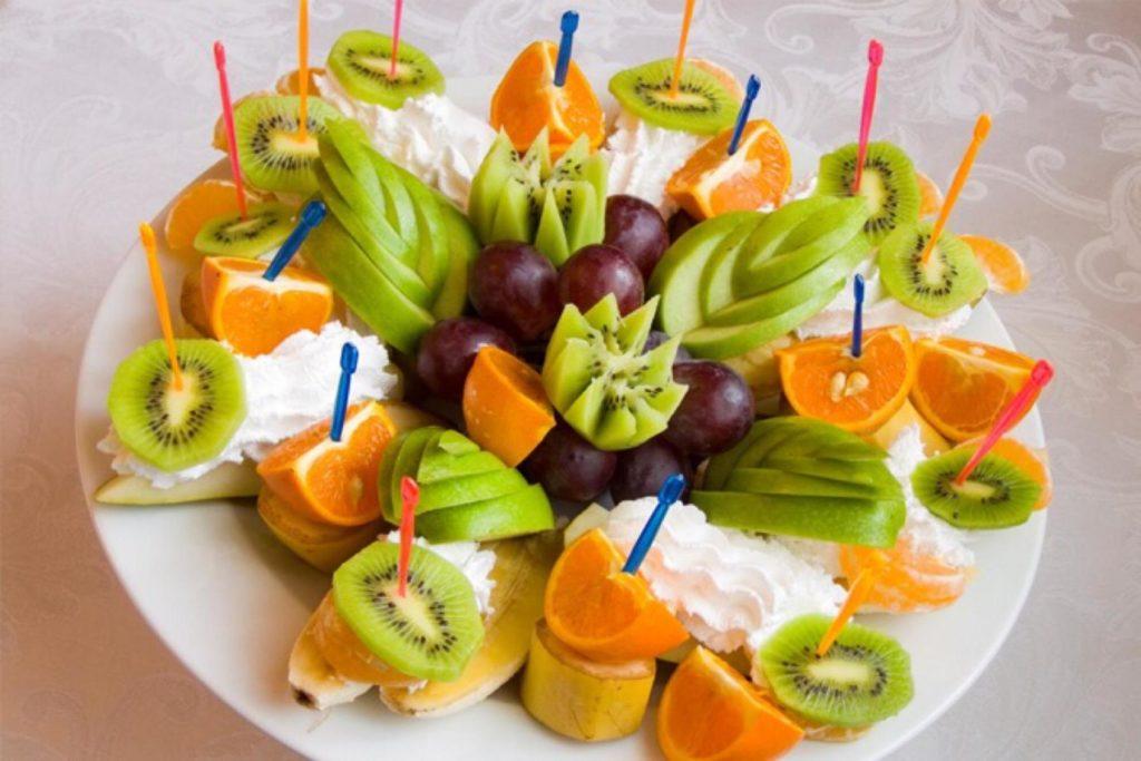 людей фрукты подача на стол фото данной странице собраны