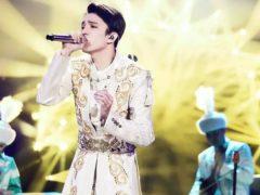 Казахстанский певец исполняет вокальные произведения различных жанров на разных языках