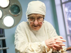 Хирург Алла Ильинична в свои 90 лет продолжает оперировать до 4-х пациентов в сутки