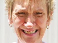 Новая внешность: стоматолог, стилист и косметолог заставили женщину расплакаться
