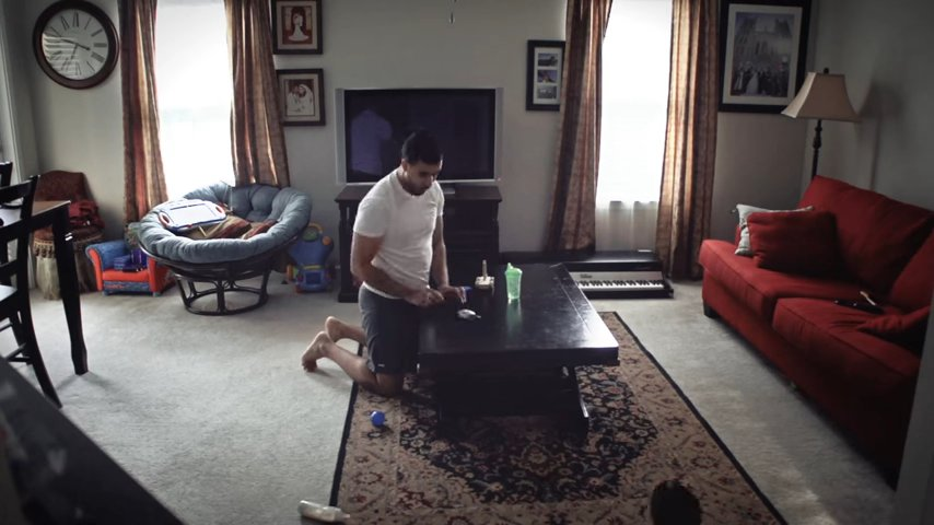 поставил комнату дочери отец камеру в