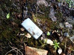 Обнаружил на тропинке мобильный, в телефонной книге было только два контакта: «Мама» и «Папа»