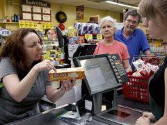Покупательница назвала кассиршу неудачницей и администратор магазина тут же отреагировал
