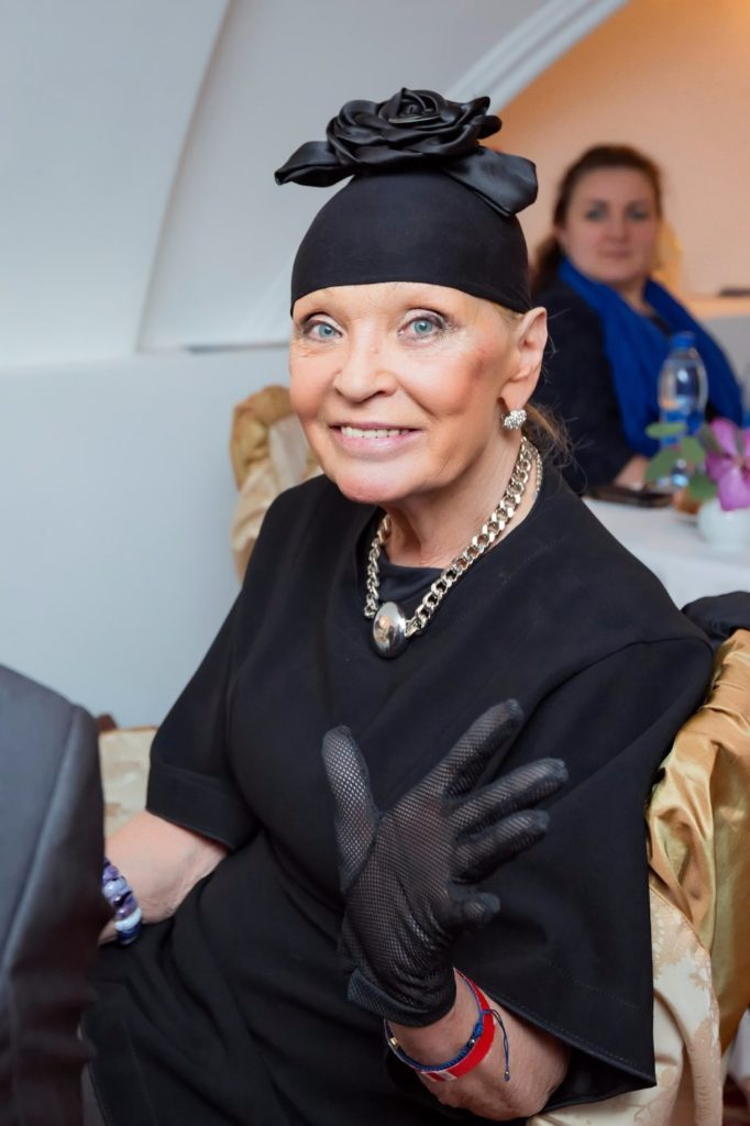 Светлана Светличная в свои 77 лет продолжает эпатировать публику новыми дерзкими фото