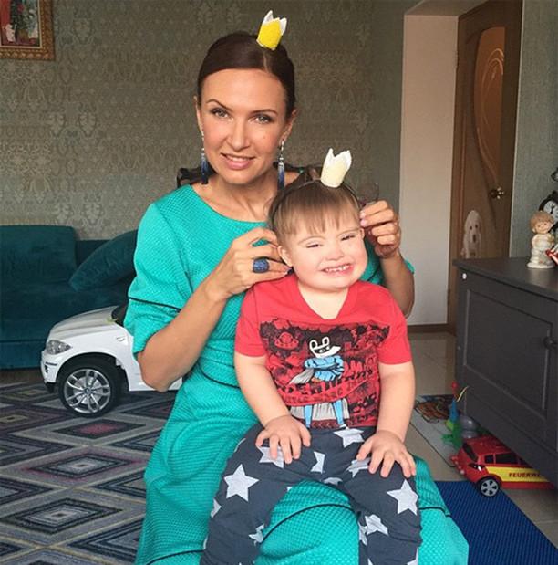 Эвелина бледанс фото сына в фильм с участием брюс уиллис