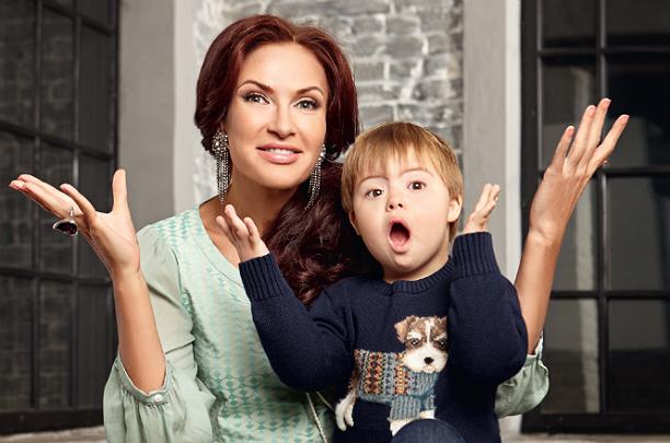 Эвелина бледанс с ребенком сейчас 17
