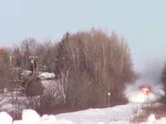 Канадец заснял впечатляющее движение поезда в огромных снежных завалах