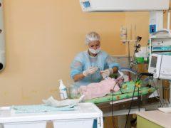 Врачи запретили девушке рожать, но посмотрев на ребенка, они выдохнули с облегчением