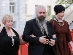 Шапки, меховые тапочки, пижамы… Чего только не увидишь на красной дорожке Одесского кинофестиваля!