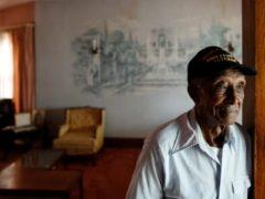 Пенсионер 6 лет ухаживал за прикованной к постели женой, а теперь риелторы лишают его жилья