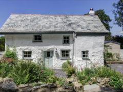 Типичный английский дом построен в далеком 1680 году, но внутри он выглядит прекрасно