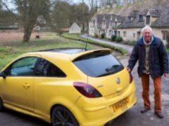 Туристы возмутились цветом авто дедули и исцарапали ему машину, месть последовала незамедлительно