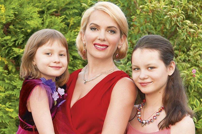 44-летняя многодетная мама Мария Порошина очаровала поклонников соблазнительными формами