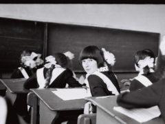 «Позор родителям! Сотри помаду! Ты в класс пришла или на панель?!»: 11 лет каторги или как нас унижали в школе