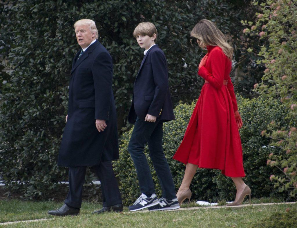 """""""Не позорь родителей!"""": сына Дональда и Мелании Трамп раскритиковали за нелепый вид"""