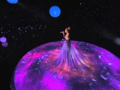 «Живое» платье Дженнифер Лопес поразило зрителей в зале! На момент они даже забыли, где находятся!