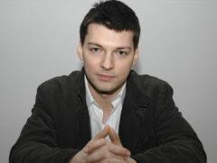 Актер Даниил Страхов впервые вывел в свет свою жену и ее внешность тут же осудили критики