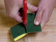 Разрезав губку пополам, можно получить гениальное изобретения для уборки