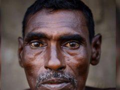 Пожилой отец мылся в общественных туалетах и жил в нищете, но дочки узнали его секрет