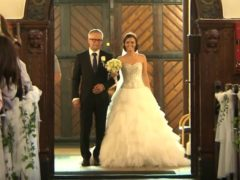 """Невеста трогательно исполнила песню """"You Raise Me Up"""" в сопровождение хора и оркестра"""
