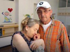 Женщине было больше 60-ти лет, когда муж бросил ее без денег с младенцем на руках