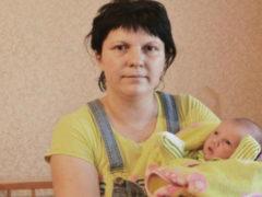 Ошибка врачей: многодетная мать родила девочку, а домой принесла мальчика