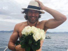 Андрей Малахов оставил беременную супругу, подарил другой даме цветы и улетает с ней в отпуск