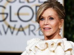 79-летняя актриса Джейн Фонда сменила прическу и стала выглядеть еще более ослепительно