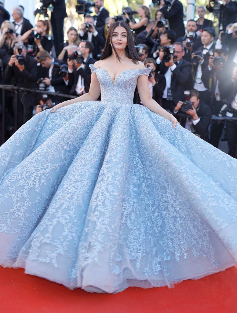 Одна из самых красивых женщин в мире восхитила новым образом Каннский фестиваль. Айшварии Рай в платье Золушки!