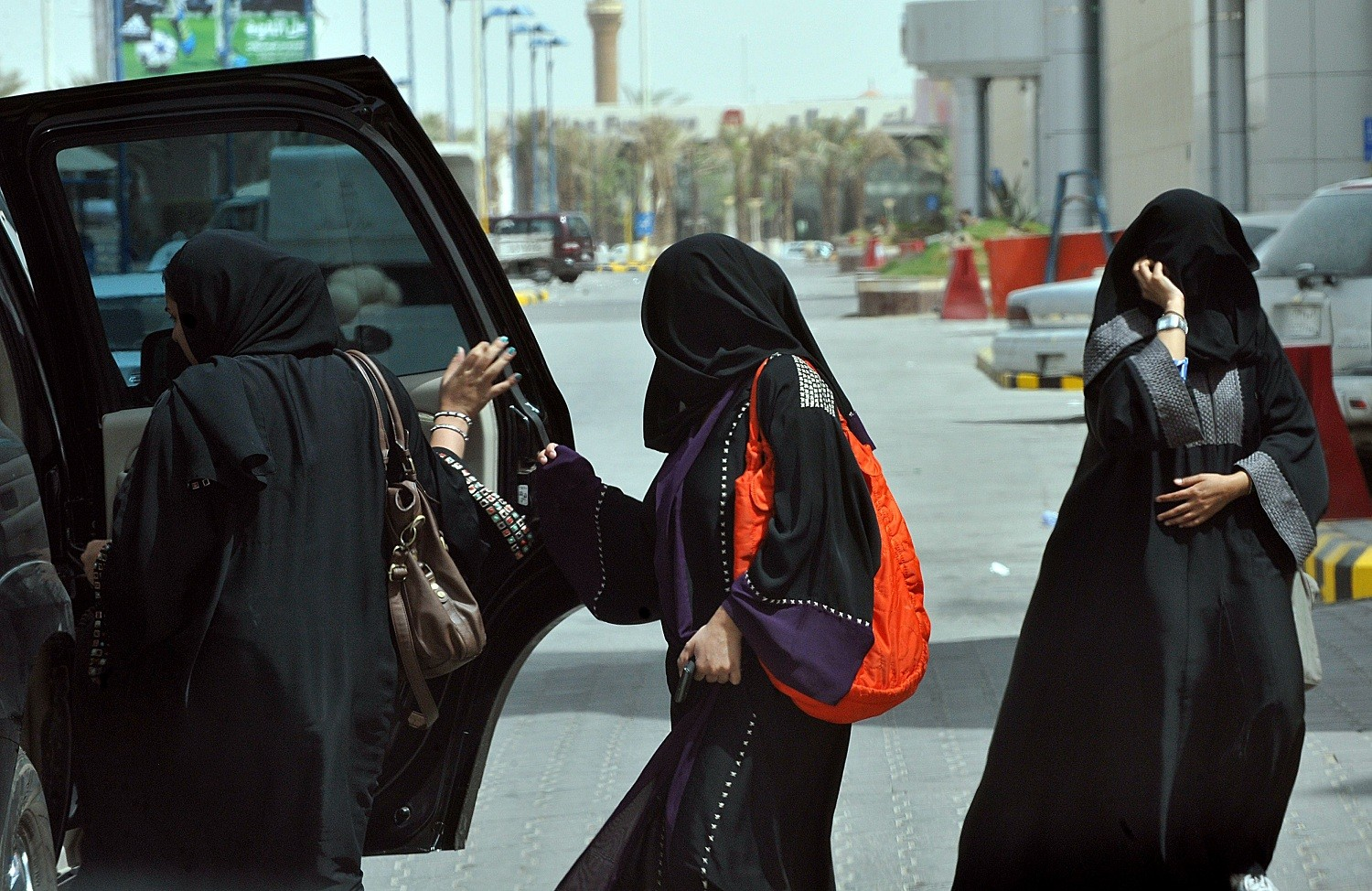 Prostitutes sharjah, telephones of prostitutes in sharjah