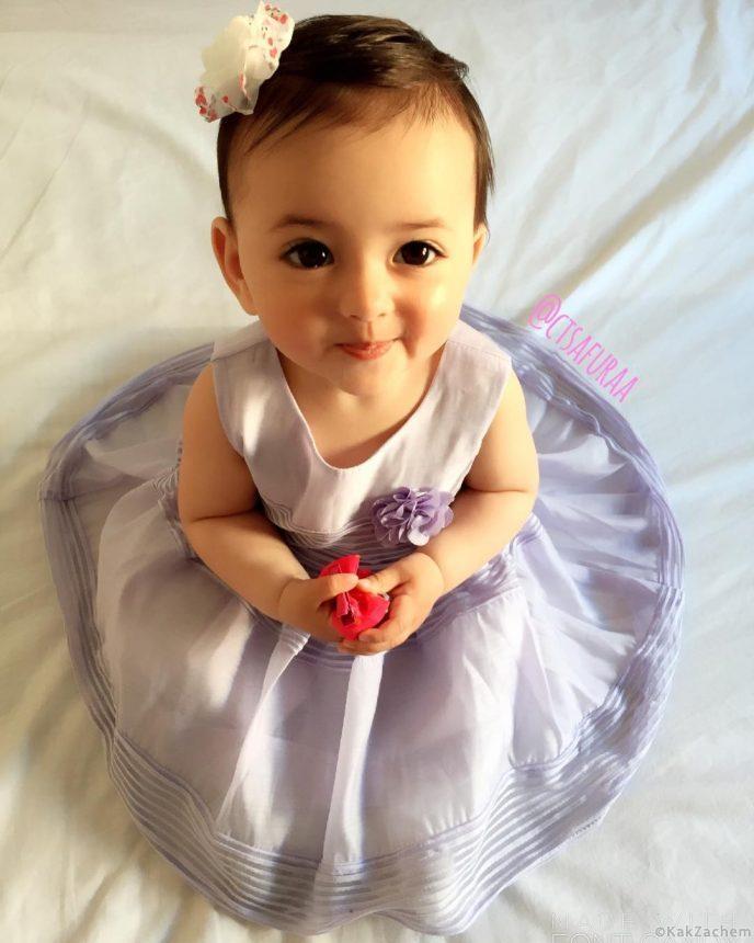 Родители выложили фото дочки в микроблог, а спустя пару дней она стала звездой в Сети!