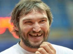 Александр Овечкин сжалился над замерзающим бомжем и купил ему набор теплой одежды