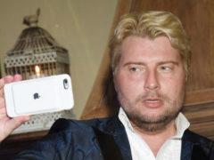 Натурального блондина Николая Баскова рассекретили и высмеяли собственные поклонники