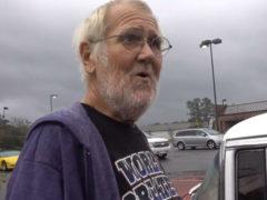 Сын подготовил для пожилого отца сюрприз, о котором он мечтал уже более 65-ти лет