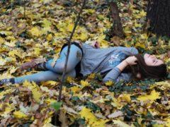 Студентка попала в ДТП и была брошена бессовестным водителем в глухом лесу