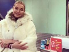 Обнищавшая Анастасия Волочкова пришла закупаться продуктами в магазин эконом-класса