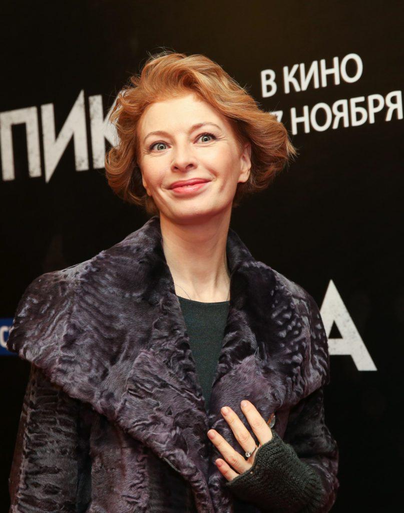 Изменившаяся Амалия Мордвинова, десять лет назад покинувшая родину, тайно вернулась в Москву