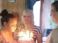 Самые близкие люди превратили долгожданный праздник для девочки в отвратительное зрелище