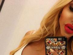 """Новая ультратонкая """"Барби из Польши"""" перекроила себя полностью, но останавливаться не собирается"""