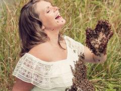 Беременная женщина, устроившая необычную фотосессию с пчелами, родила мертвого ребенка