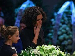 Хрупкая вдова Хворостовского поразила своей стойкостью во время тяжелой церемонии прощания