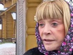 Алла Пугачева без косметики и в платке лично оправдалась перед журналистами за второе венчание