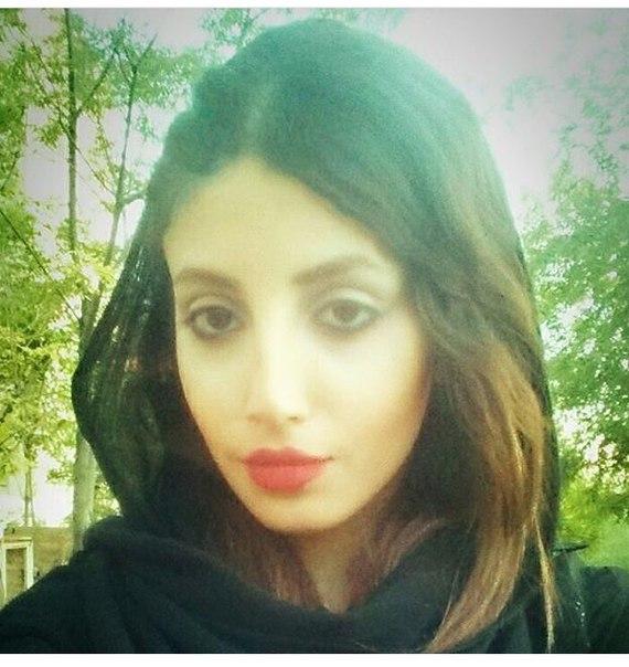 Картинки по запросу Девушка из Ирана 50 раз ложилась под нож хирурга, чтобы стать точной копией Анджелины Джоли