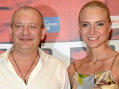 Убитая горем вдова Дмитрия Марьянова начинает новую жизнь с довольной улыбкой на лице