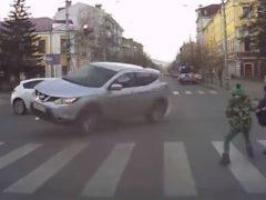 Водитель вдребезги разбил автомобиль нарушительницы, ради спасения неосторожного ребенка